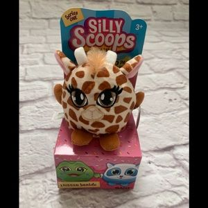 Silly Scoops 2 piece plush toy giraffe